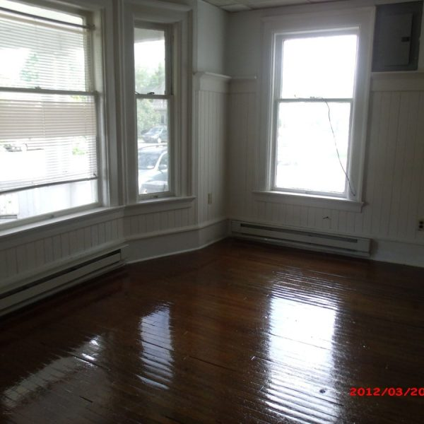 127_1-livingroom