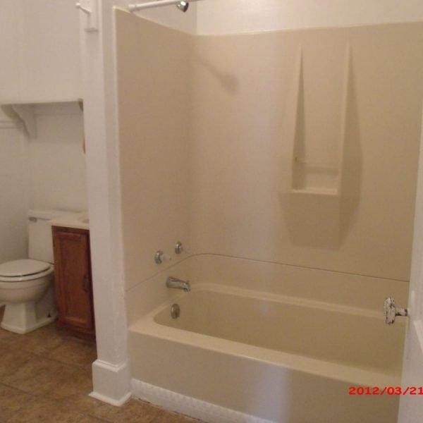 172_2W_bathroom
