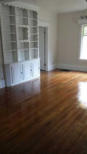 172_1w_livingroom-with-builtins