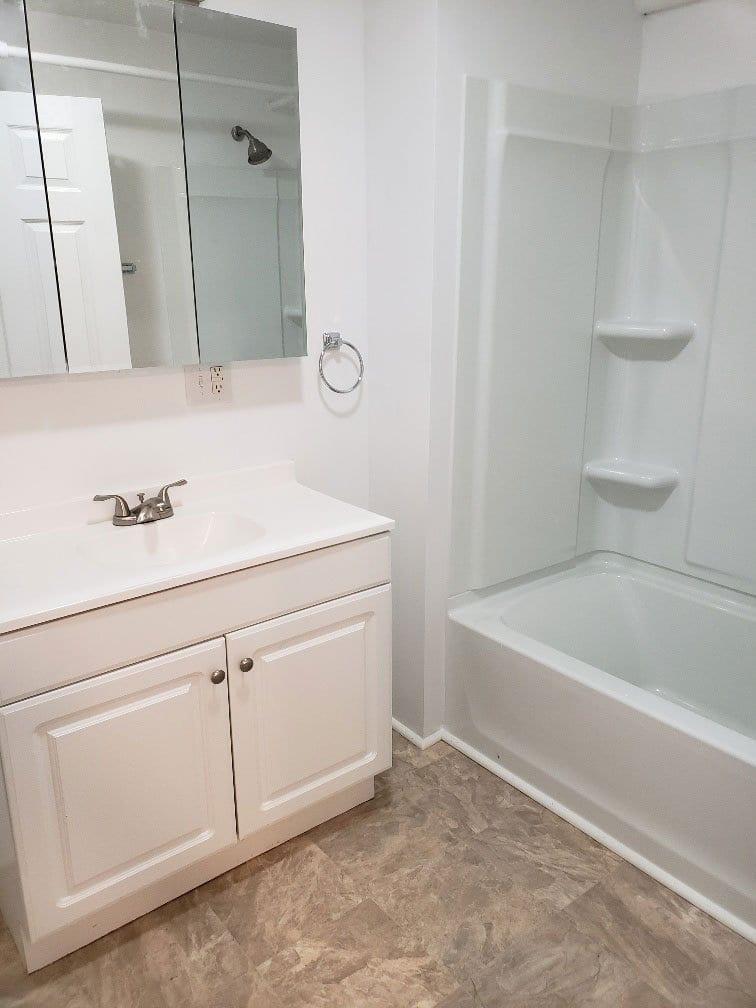 390-margaret-street-112-bathroom