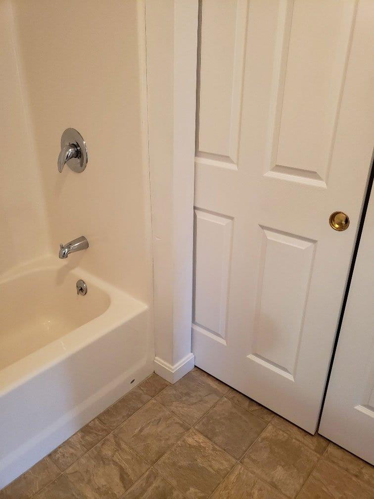 67-club-rd-105-bathroom-2