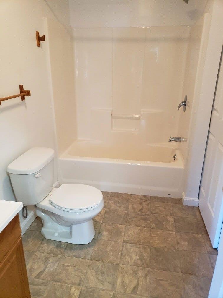67-club-rd-105-bathroom